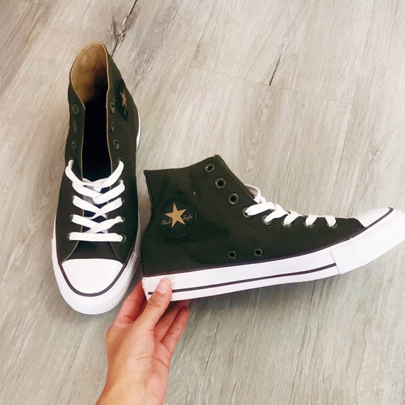 Converse Other - Converse Chuck Taylor High Top Sneaker- NEW
